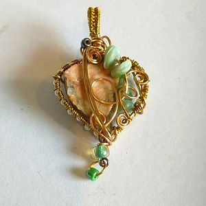 🇨🇦Beautiful Wire Wrapped Stone Pendant